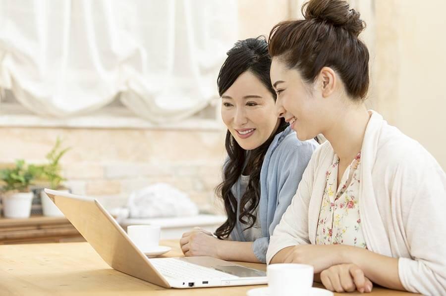 チャットレディサイトに登録するなら事務所を通す方が稼ぎやすい!
